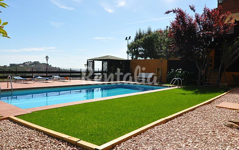 Casa en alquiler a 1000 m de la playa hutb 008317 for Alquiler casa jardin barcelona