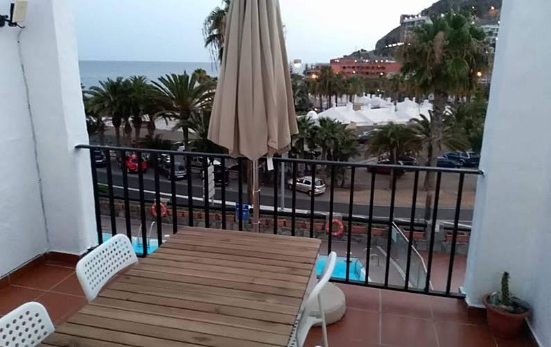 Nice apt with pool access &