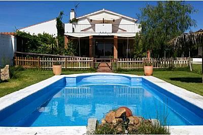 Espaciosa villa con piscina & Wifi Badajoz
