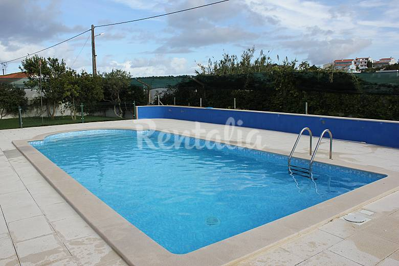 Villa pour 10 11 personnes avec piscine atouguia da - Piscine pour personne handicapee ...