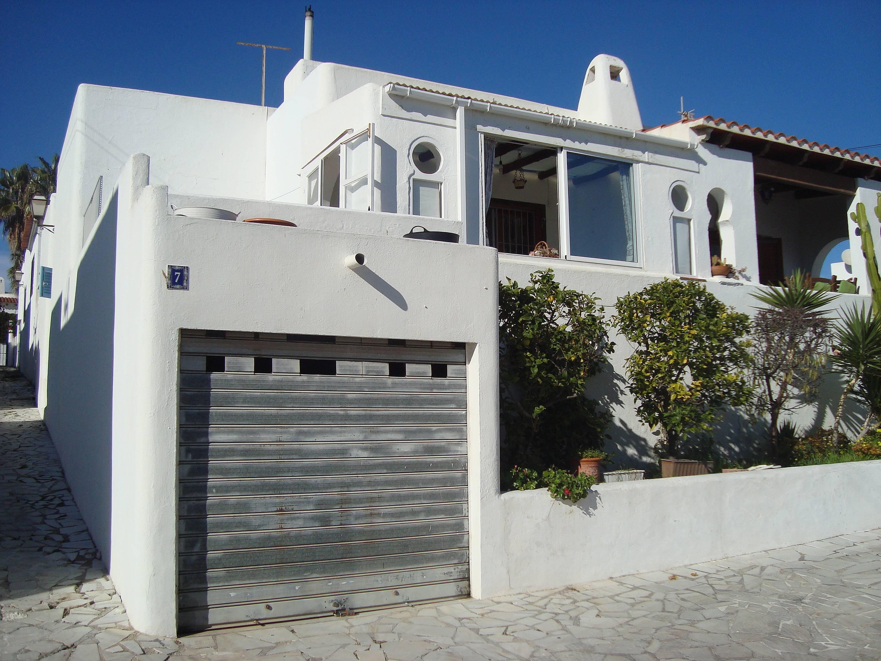 Casa en urbanizacion primera l nea de playa moj car for Apartamentos playa mojacar