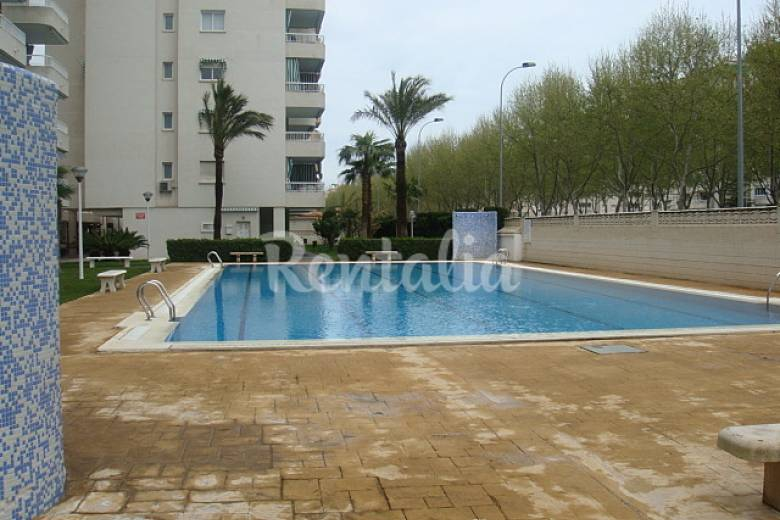 Apartamento con piscina a 450 m de la playa grau i for Piscinas publicas valencia