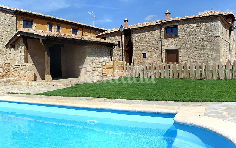 Conjunto de 7 casas rurales con piscina villalibado villadiego burgos - Casa rural piscina interior ...