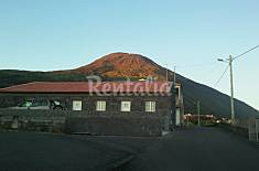 Villa for rent only 50 meters from the beach Pico Island
