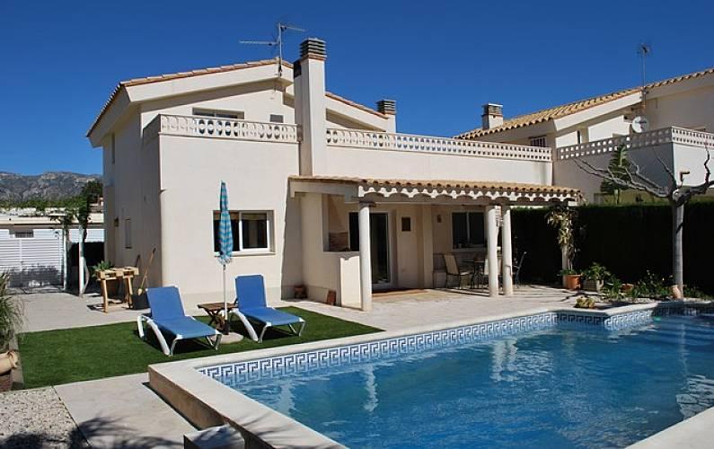 1458007ec412a Casa con piscina privada a 400m.de la playa Tarragona -