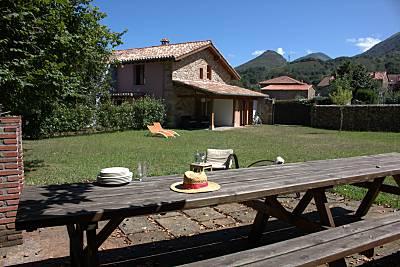 Casa rural con barbacoa junto al río Cantabria