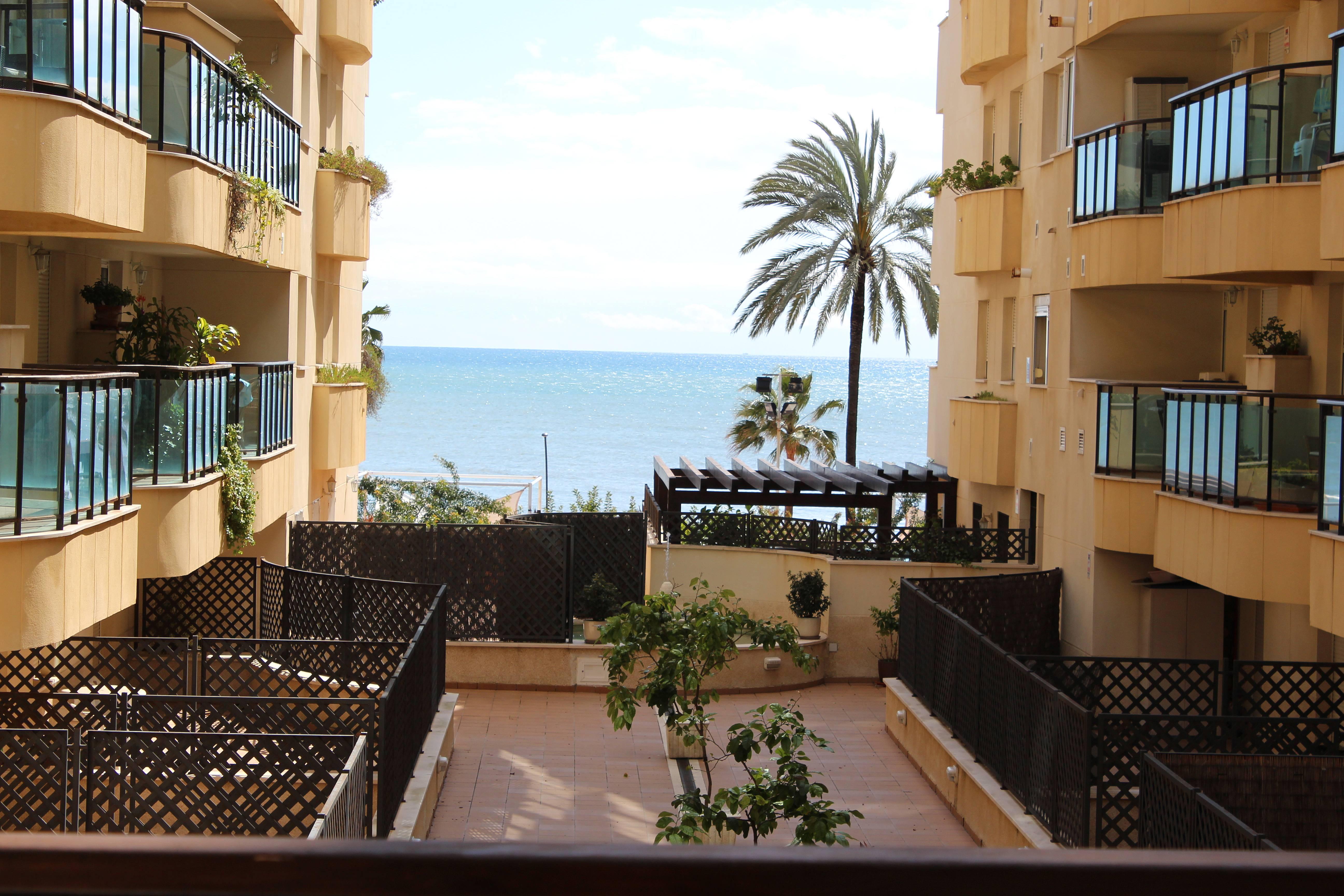 Apartamento en alquiler en 1a l nea de playa estepona m laga costa del sol - Alquiler apartamentos en estepona ...