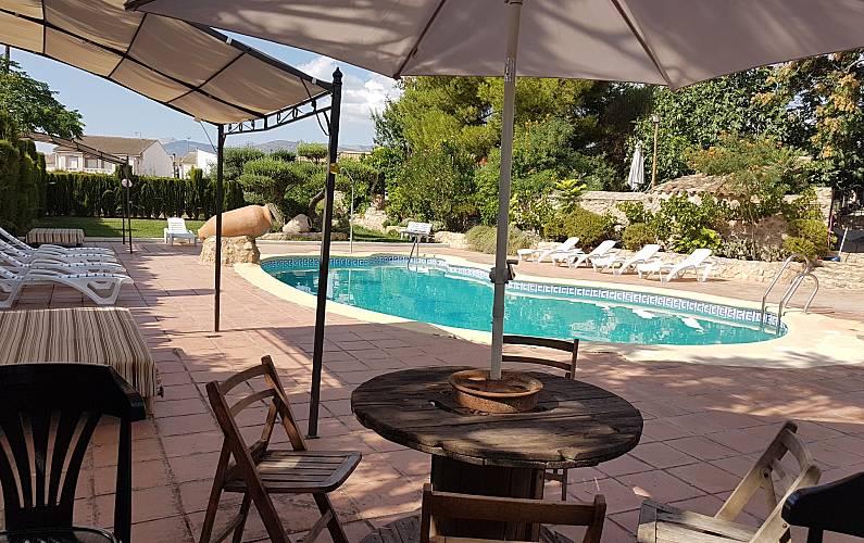 Espaciosa villa con piscina & Wifi Jaén