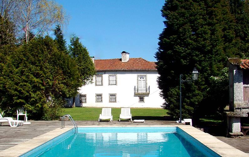 Casa das Paredes-Solar c/belos jardins e piscinas Braga -