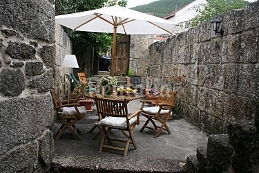 Casa en alquiler con jard n privado sendin a arnoia for Jardin del posio ourense