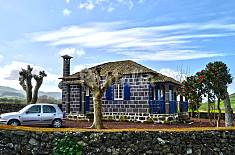House for 4-5 people 2,5 km from the beach São Miguel Island