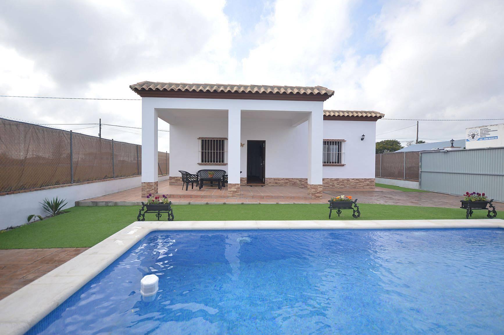 Casas con piscina para 4 10 personas en conil conil de for Casas con piscina jerez de la frontera