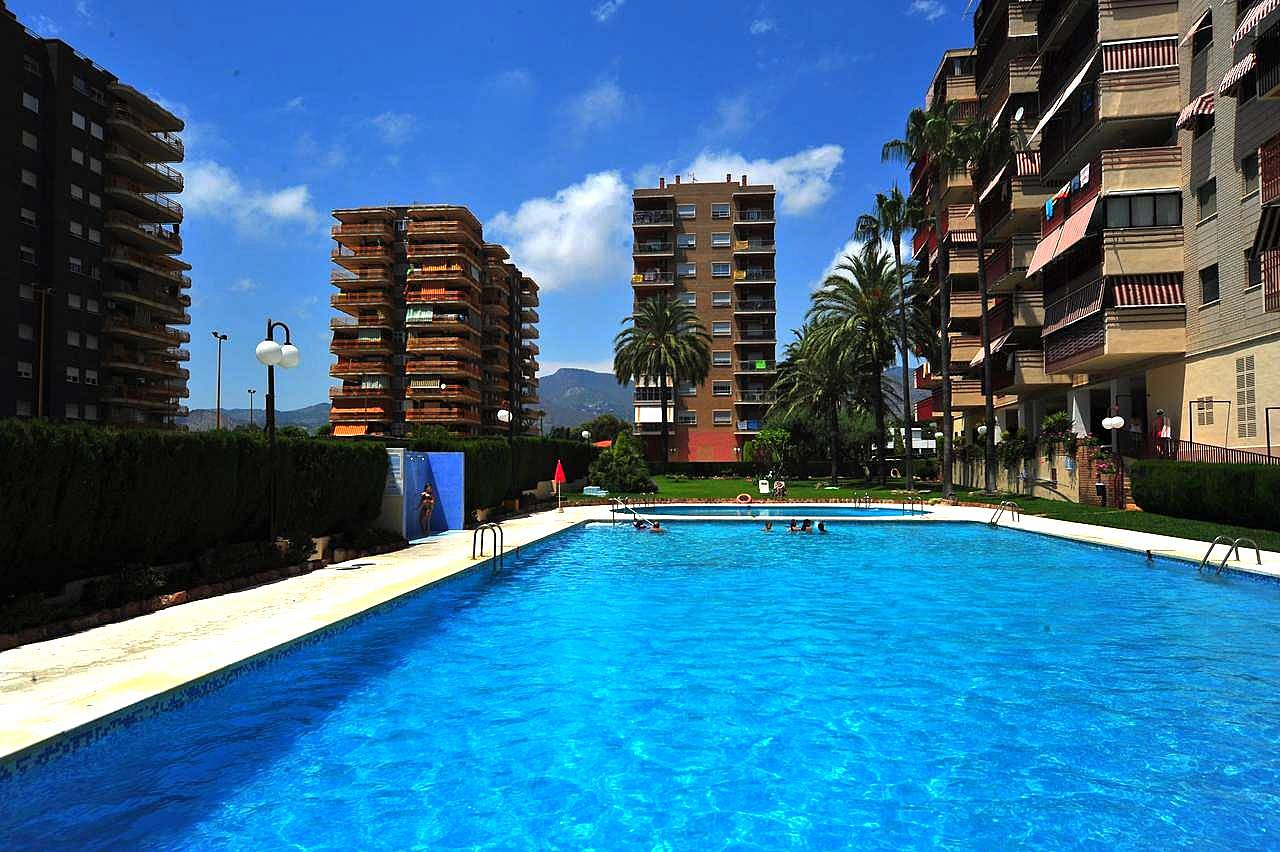 Apartamentos en benicasim con piscina 150 m playa for Piscina benicassim