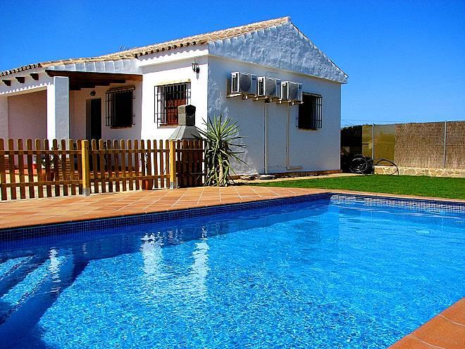 Casa con piscina privada en conil cn21 conil de la for Casas con piscina privada en cadiz