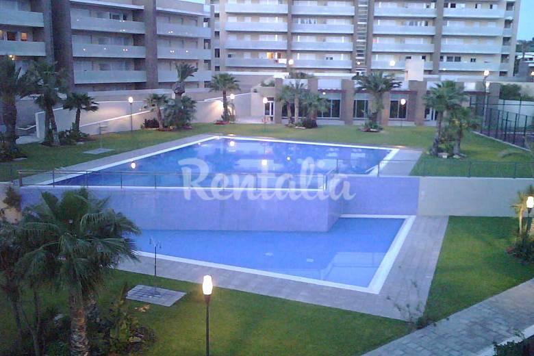 Apartamento para 5 6 personas a 500 m de la playa salou for Apartamentos jardin playa larga tarragona