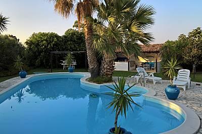 Spaziosa villa con piscina & Wifi Reggio Calabria