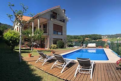 Villa con picina a 850 m de la playa Areas... Pontevedra