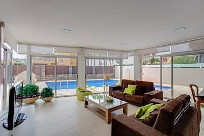 Villa de diseño con piscina a orillas del mar Murcia