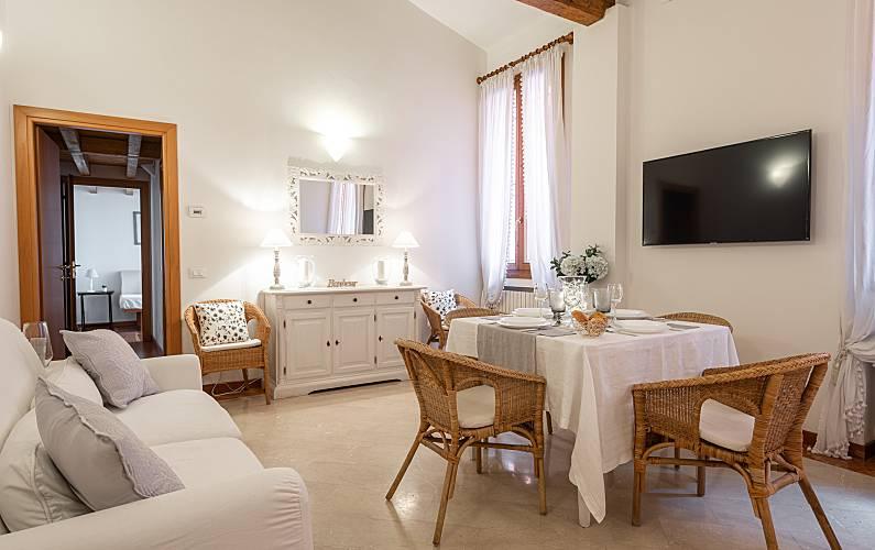 Appartamento con 2 camere da letto in centro a Bol - Bologna ...