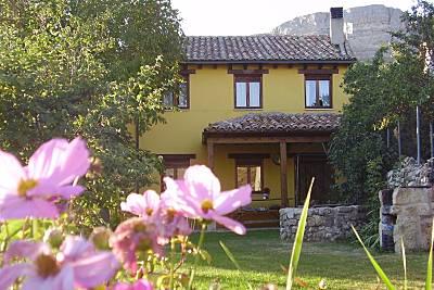 Espaciosa casa con jardín & Wifi Burgos