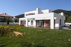 Villa mit 4 Zimmern, 1500 Meter bis zum Strand Cantabria