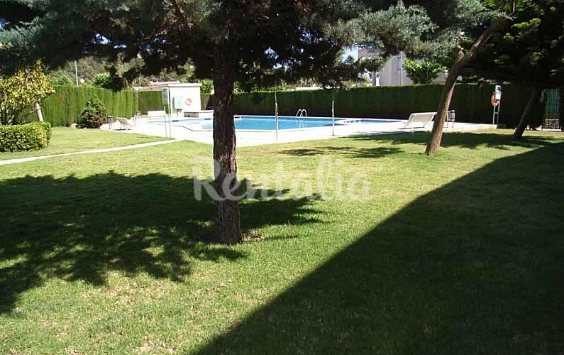 Costa dorada apartamento a 50 m de la playa la mora for Apartamentos jardin playa larga tarragona