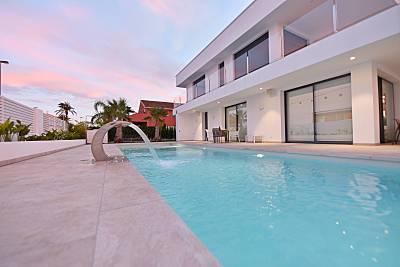 Villa de lujo en 50 metros de la playa con jacuzzi Murcia