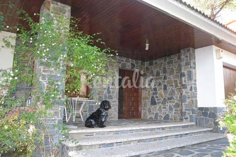 Villa en location avec piscine sant antoni de vilamajor for Villa barcelone avec piscine