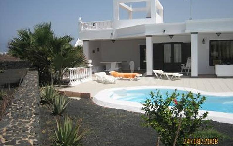 Villa con piscina privada climatizada y wifi playa for Villas con piscina privada en fuerteventura