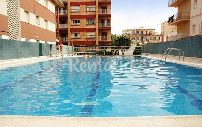 5 apartamentos com piscina a 50 metros da praia segur for Piscina 50 metros barcelona