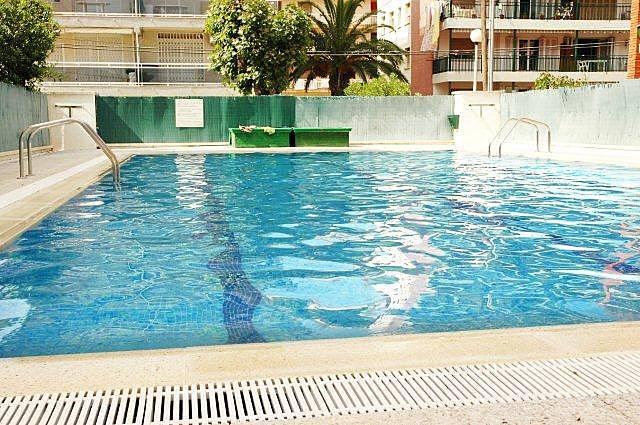 5 apartamentos com piscina a 50 metros da praia segur for Piscina 50 metros sevilla