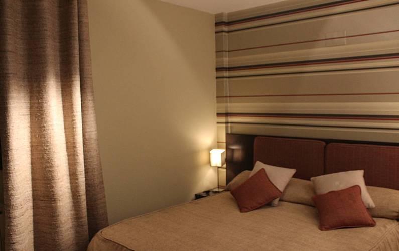 Luxury Bedroom Huesca Sallent de Gállego Apartment - Bedroom