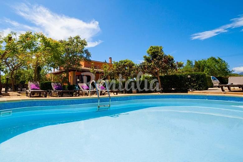 Amplia casa de campo para 16 con piscina y jard n for Casas con piscina mallorca