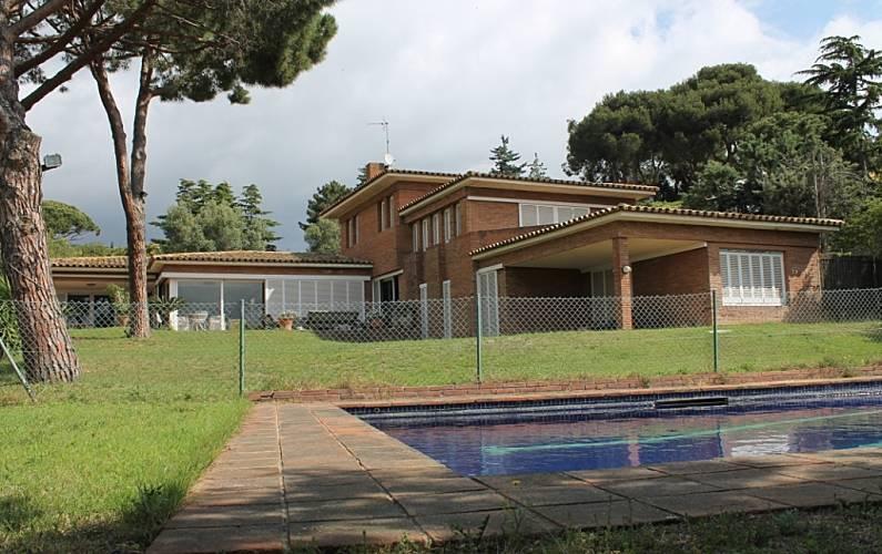 Casa con jardin privado cerca de barcelona cabrera de for Casa jardin barcelona