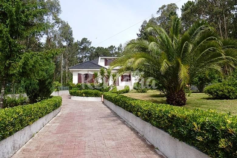 Villa con piscina a 100 metros de la playa del r o for Piscina 100 metros portugal