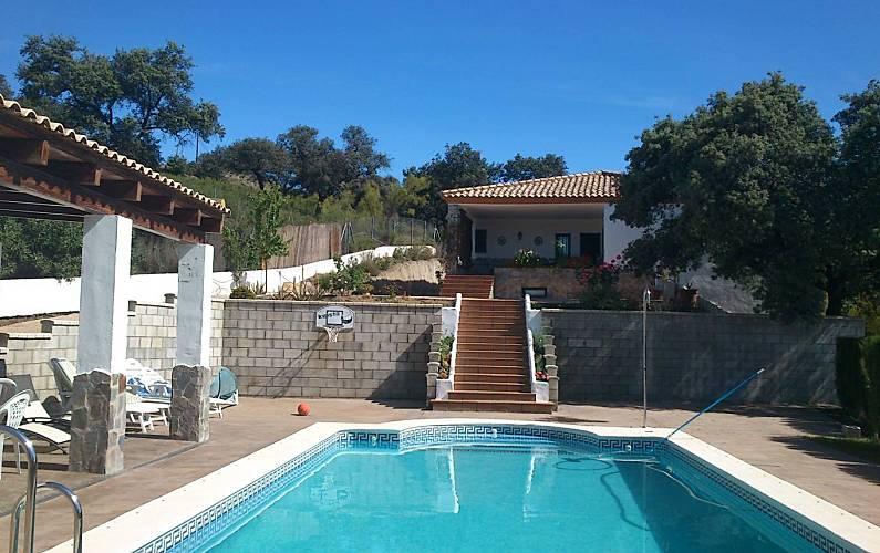 Casa de 4 habitaciones con piscina las pajanosas for Casas de vacaciones en sevilla con piscina