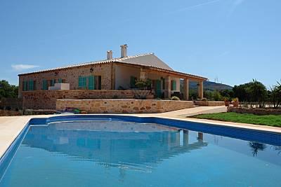 Casa rural Es Rafal Roig situada entre Colonia San Pere y Manacor. Mallorca