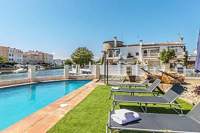 Casa 5 habitaciones, 3 baños, piscina privada, amarre, wifi, sat. Girona/Gerona