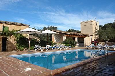 Casa de campo mallorquina con carácter y completamente restaurada cerca del pueblo de Sant Llorenç. Mallorca