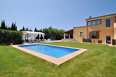 Finca 'Llum' bonita casa a poca distancia (600mts) del centro deportivo Rafal Nadal Mallorca.. Mallorca