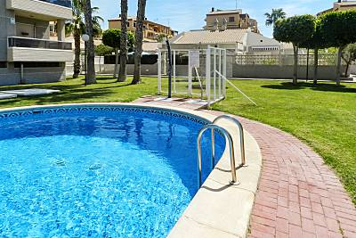 Bonita casa con piscina compartida Alicante