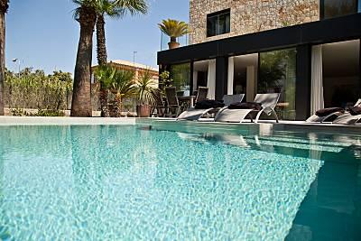Villa con piscina exterior e interior en la playa Mallorca