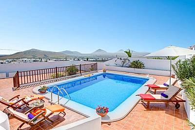 Espaciosa villa con piscina & Wifi Lanzarote