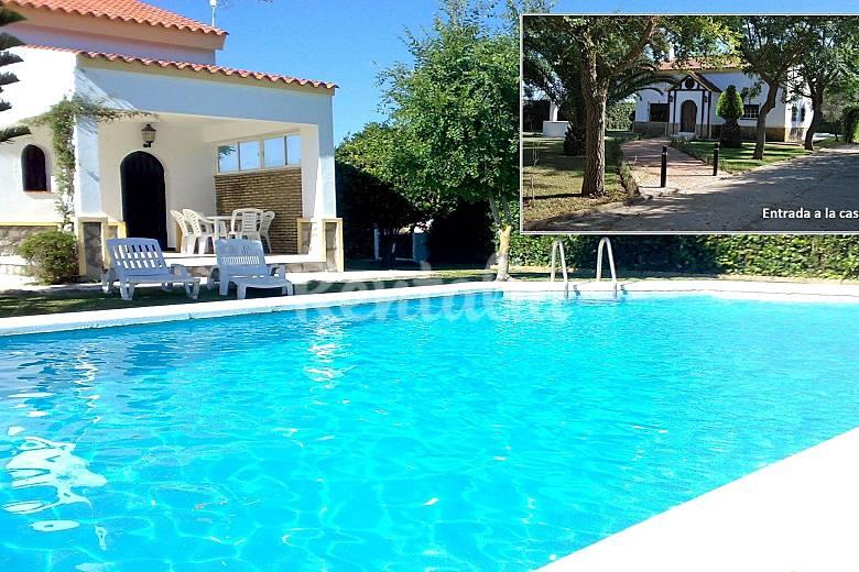 Casa grande casa con piscina para 8 personas roche for Piscinas hinchables grandes precios