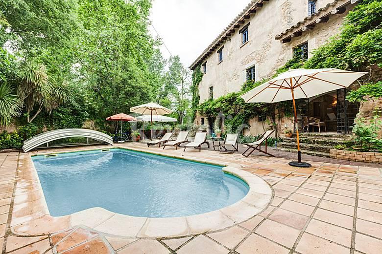 Gran mas a catalana de lujo con jardin y piscina sords for Piscina jardin girona