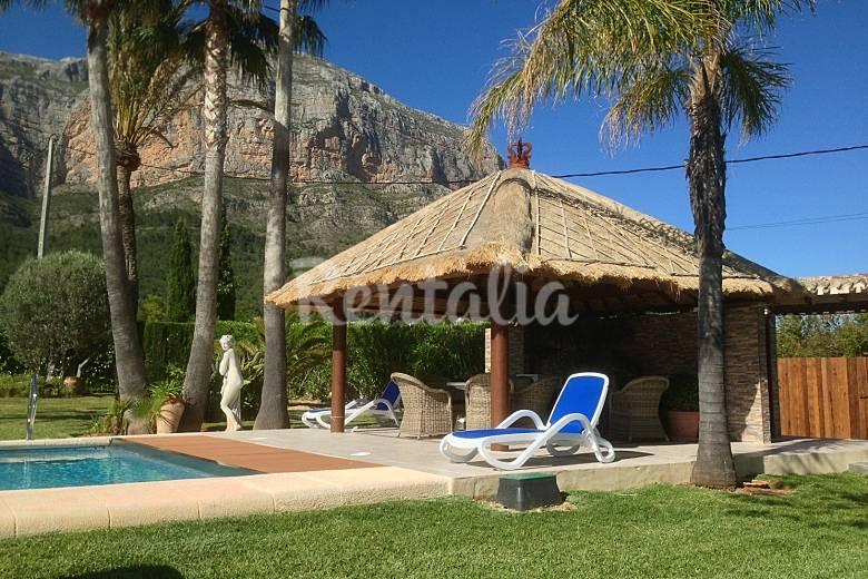 Villa de lujo con piscina climatizada y airconditi javea for Precio piscina climatizada