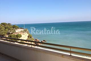Apartment with 3 bedrooms on the beach front line Tarragona