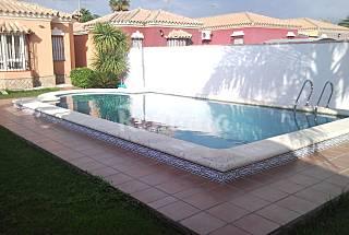 Villa de 3 habitaciones a Cádiz
