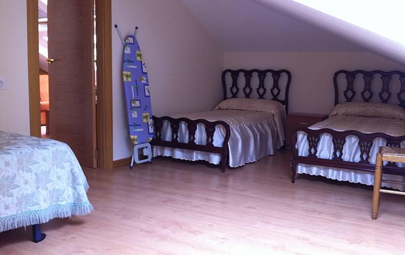 Atico nuevo c ntrico con 2 habitaciones en llanes llanes for Llanes habitaciones