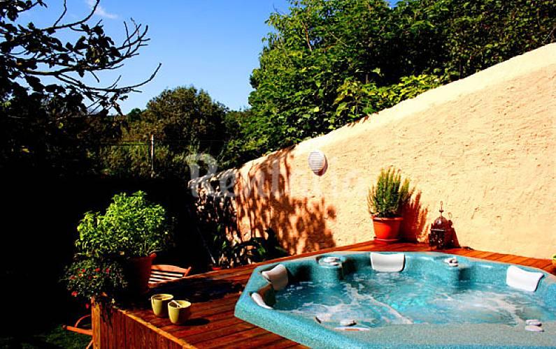 Casa en alquiler con piscina y jacuzzi aiguam rcia for Jacuzzi jardin segunda mano exterior